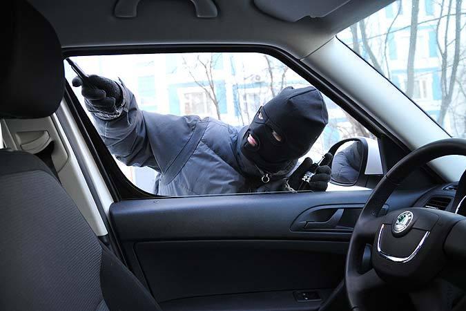 ВКраснодаре мужчина похищал зеркала бокового обзора с авто премиум-класса