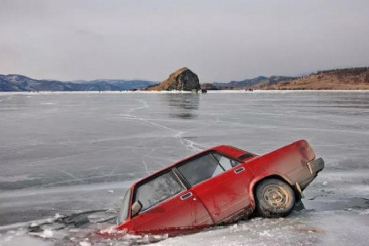 Трое граждан Хакасии утопили авто вКрасноярском водохранилище