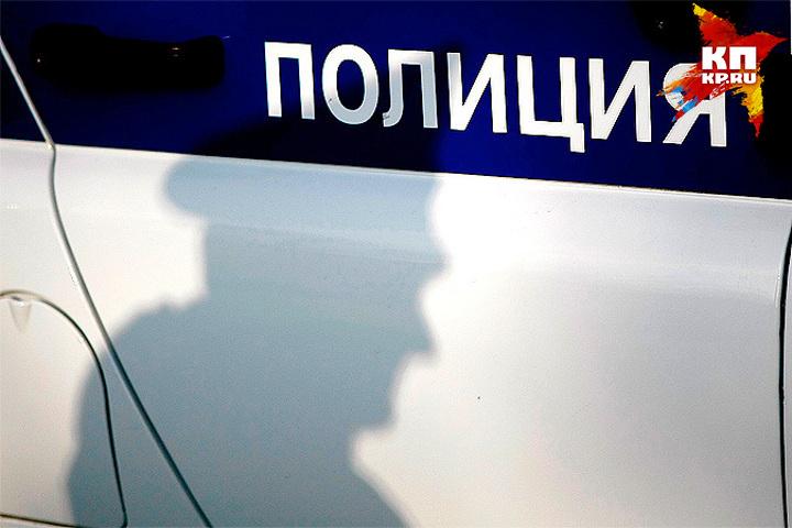 ВТвери вмагазине преступник отобрал у клиента 19 000 руб.