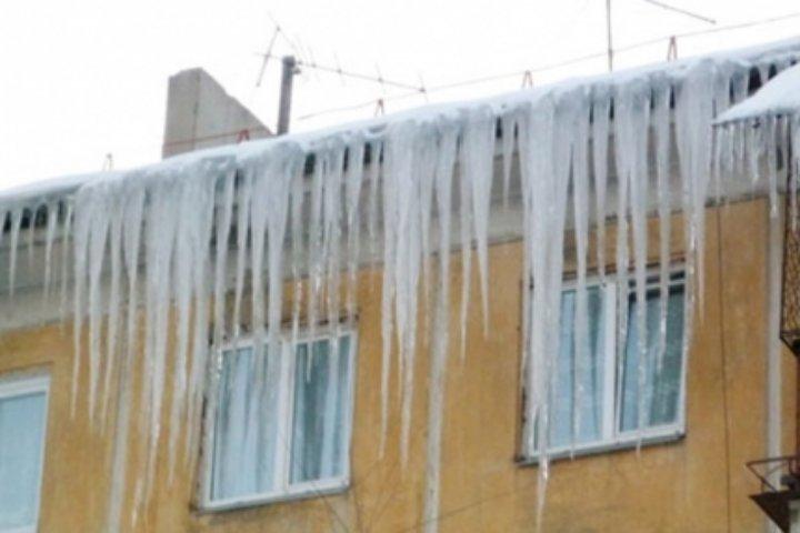 ВСеверске возбуждено дело из-за падения надевочку снега скрыши клиники