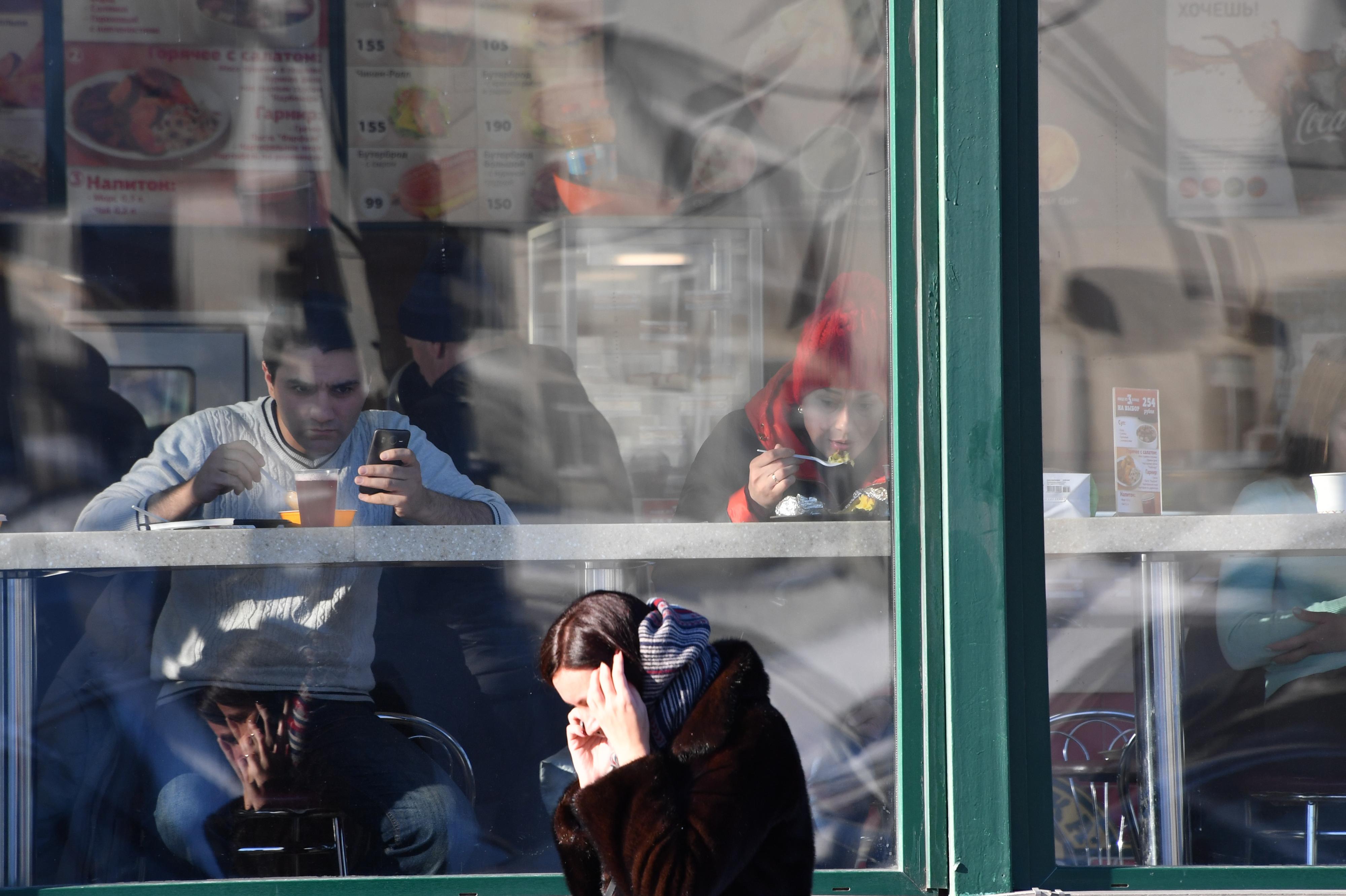 Впроцессе просмотра футбола водном изворонежских кафе скончался школьник