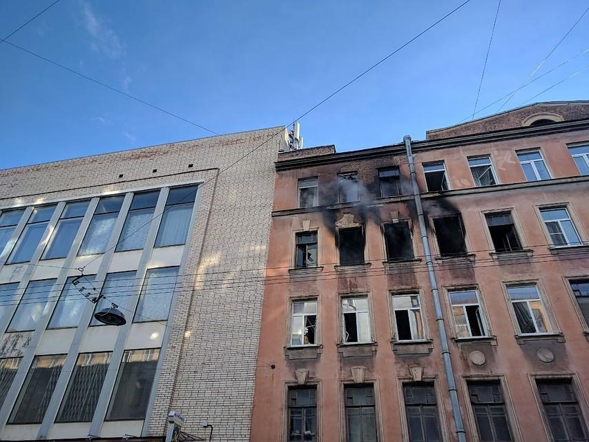 39 человек тушили пожар наШамшева вПетербурге