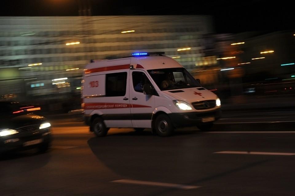 Стоявший наобочине пешеход попал под колеса «маршрутки» вЧелябинске