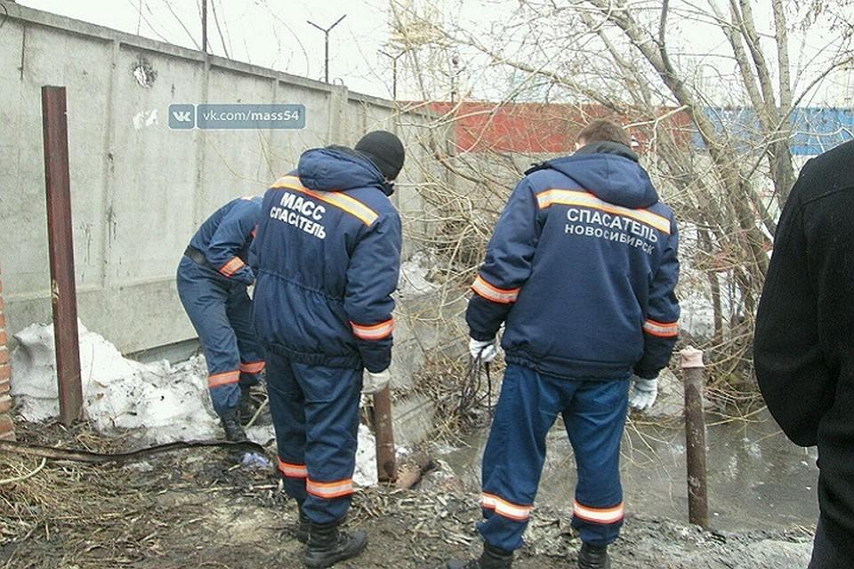 Бомжа зарезали еще вначале года вгаражах Новосибирска— Оттаял труп