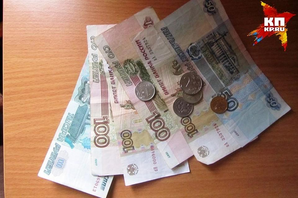 Курянин, заснув впроцессе застолья, лишился банковской карты и денежных средств насчету