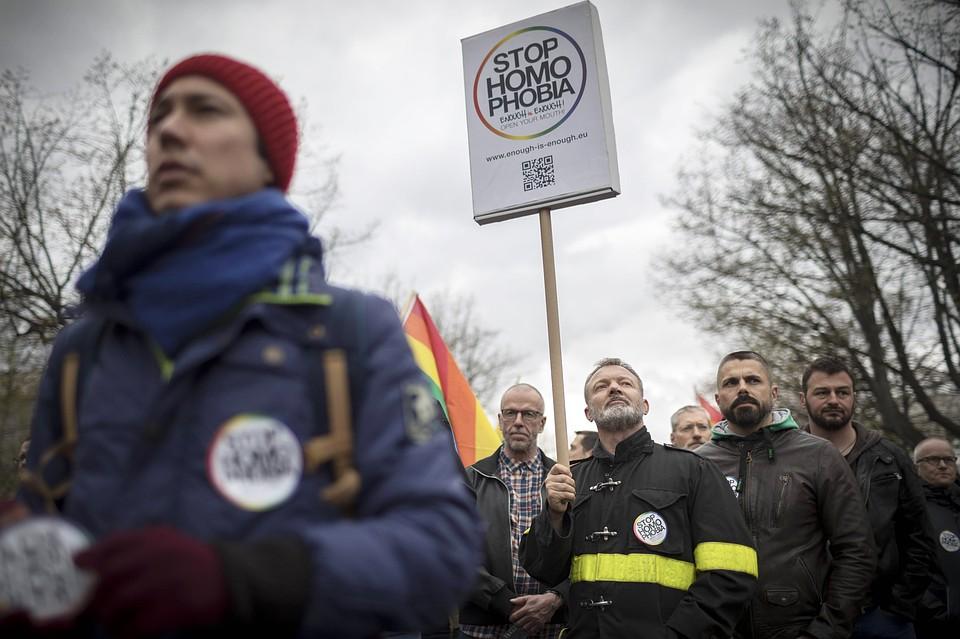 Люди по всему миру устраивают протесты в поддержку геев, в том числе и чеченских