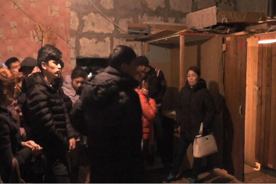 Вцентре Петербурга задержали 60 нелегалов