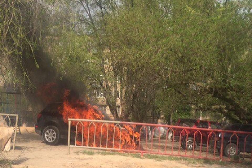 Трое граждан Волгограда задержаны заподжог Ауди Q5