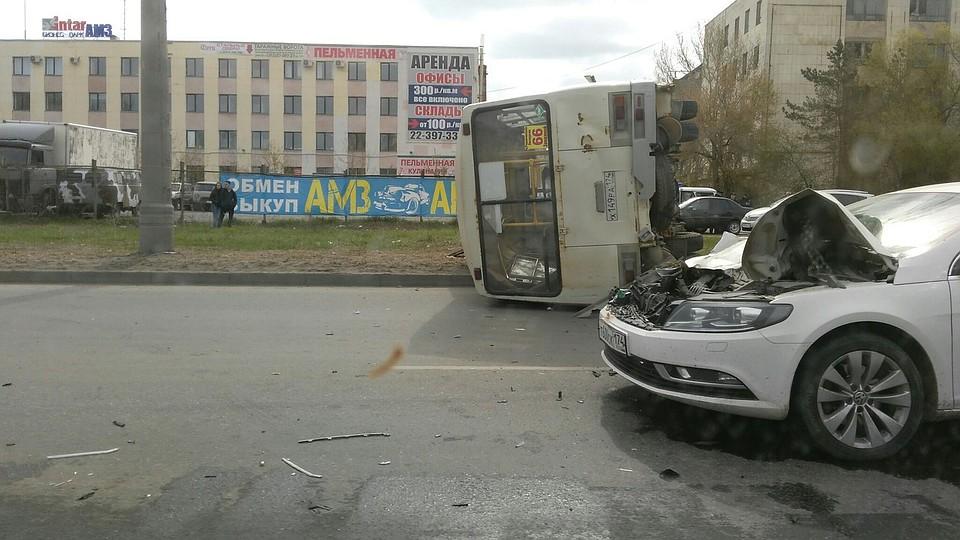 ПАЗ спассажирами перевернулся при столкновении с«легковушкой» наАМЗ