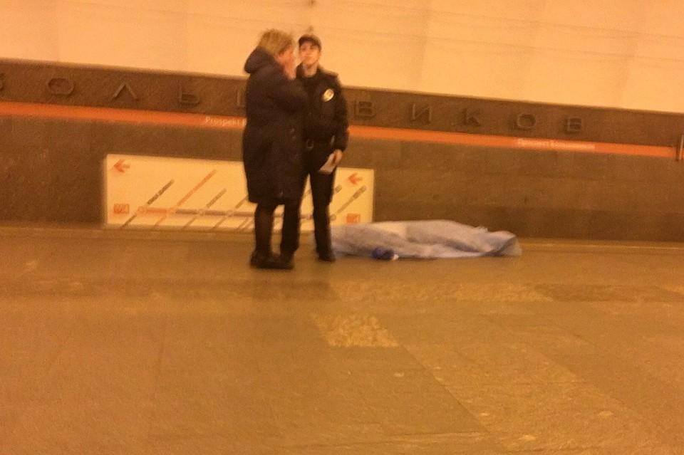 Мужчина скончался настанции метро «Проспект Большевиков»