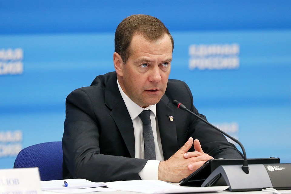 Медведев поручил обеспечить стандартный уровень жизни жителей всоциально трудном положении
