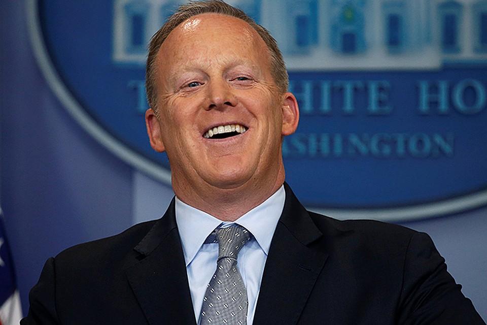 Сам пресс-секретарь Белого дома не прокомментировал казус
