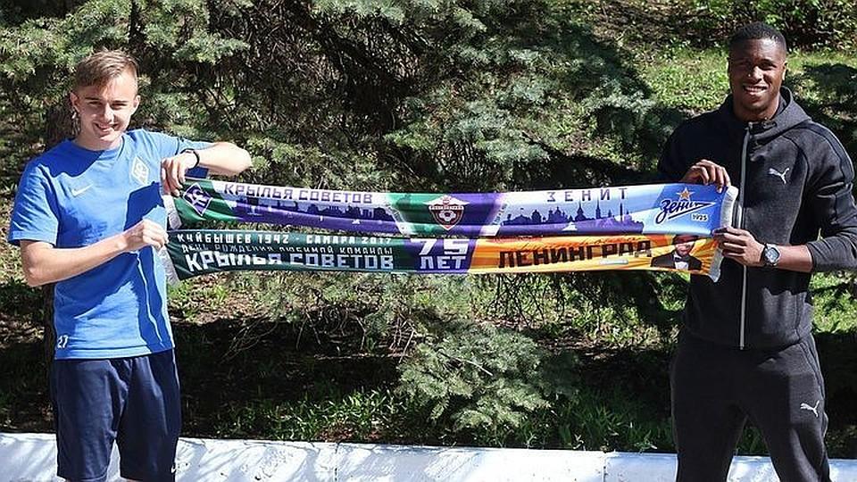 Поле вТомске перед матчем РФПЛ «Томь»— «Крылья Советов» занесло снегом