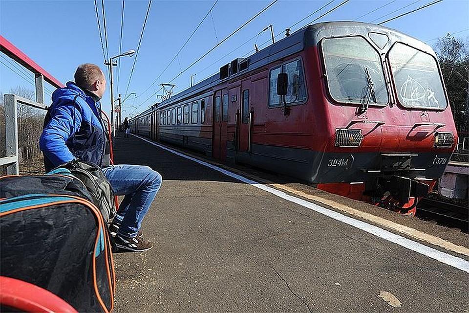 Поломка авто натрассе Москва— Петербург сделала водителя отчаянным зацепером