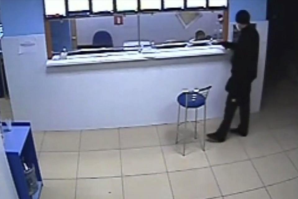 Разбойник в врачебной маске ограбил ставропольскую букмекерскую контору