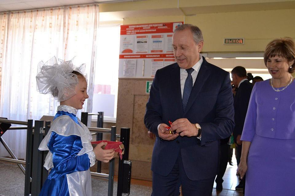Валерий Радаев поздравил выпускников гимназии сПоследним звонком