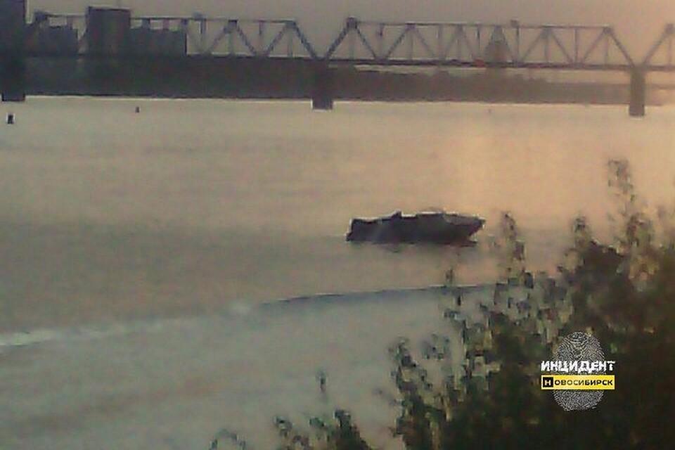 Катер спассажирами перевернулся около Михайловской набережной