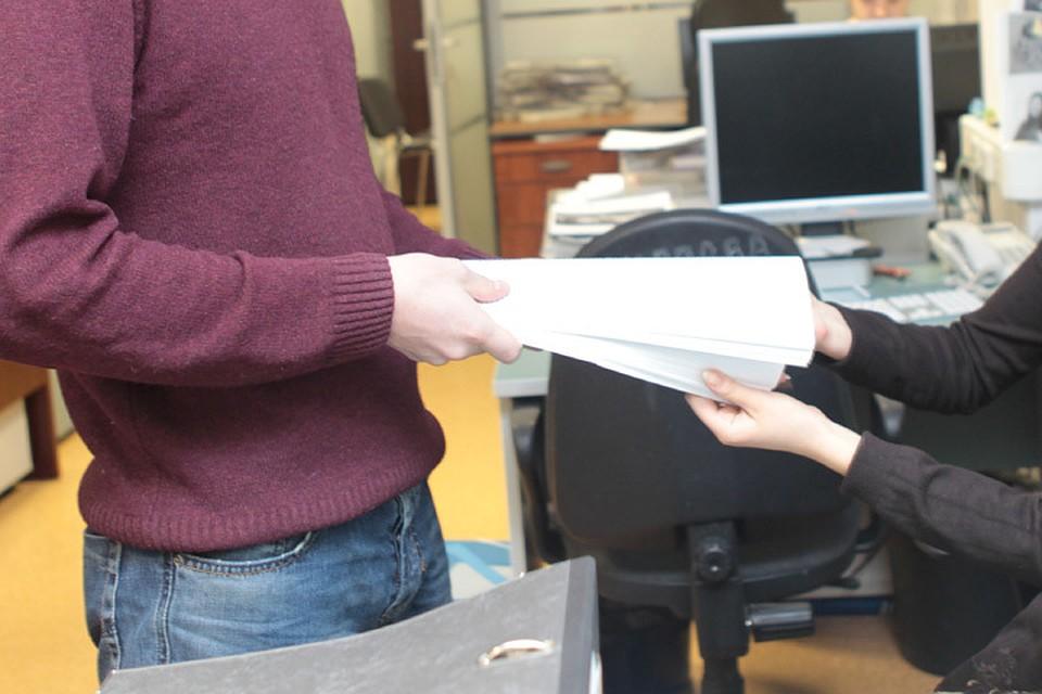 Налоговый инспектор подозревается вполучении взятки вобъеме 2-х млн. руб.