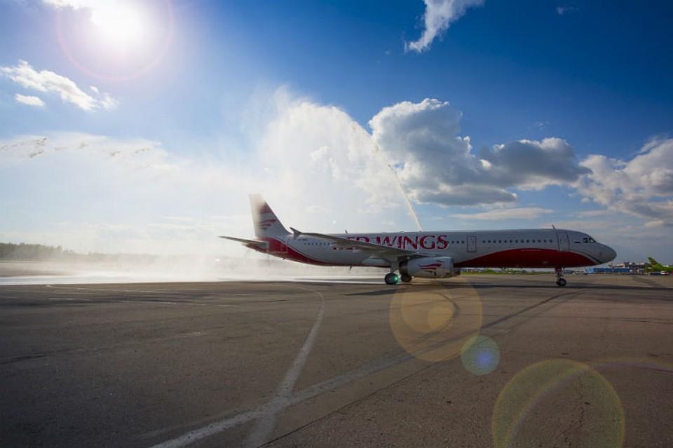 ВОмске восемь часов неможет вылететь самолёт вСимферополь