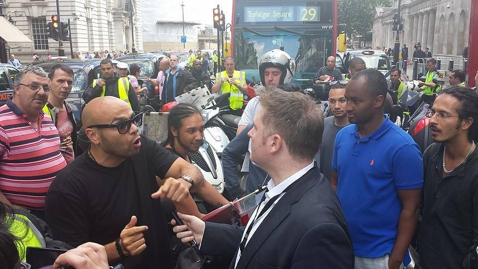 В Англии обсуждают корреспондента, с клинком «забившего стрелку» террористамИГ