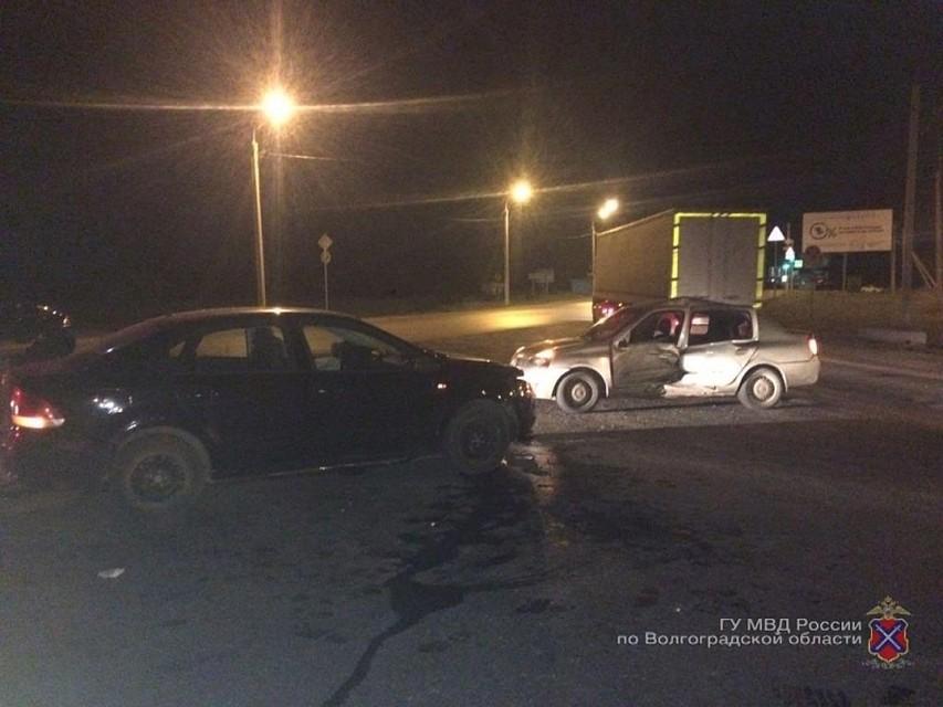 Две девушки иженщина пострадали вДТП наперекрестке вВолгограде