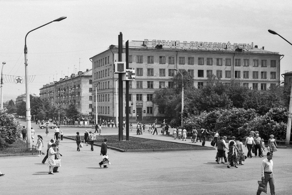 Цитата изстихотворения Владимира Маяковского возвратится  накрыши домов вНовокузнецке
