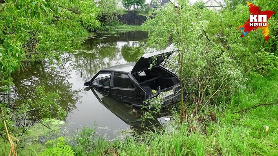 Нетрезвый шофёр сбил женщину изавез ее накапоте в водоем