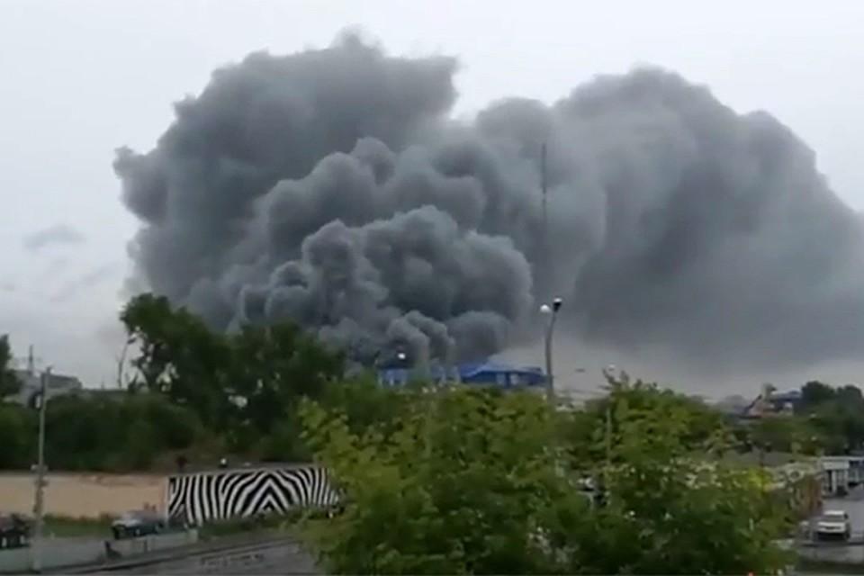 Размещены  первые кадры крупного пожара наЮжнопортовой улице в российской столице