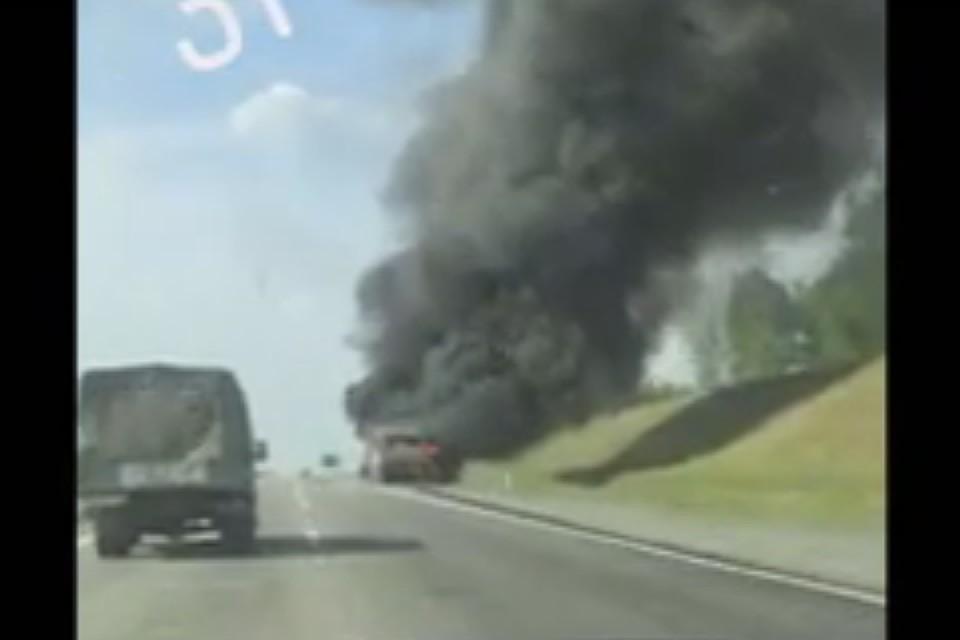 Видео огненного ДТП: натрассе Кемерово— Ленинск-Кузнецкий сгорел автобус