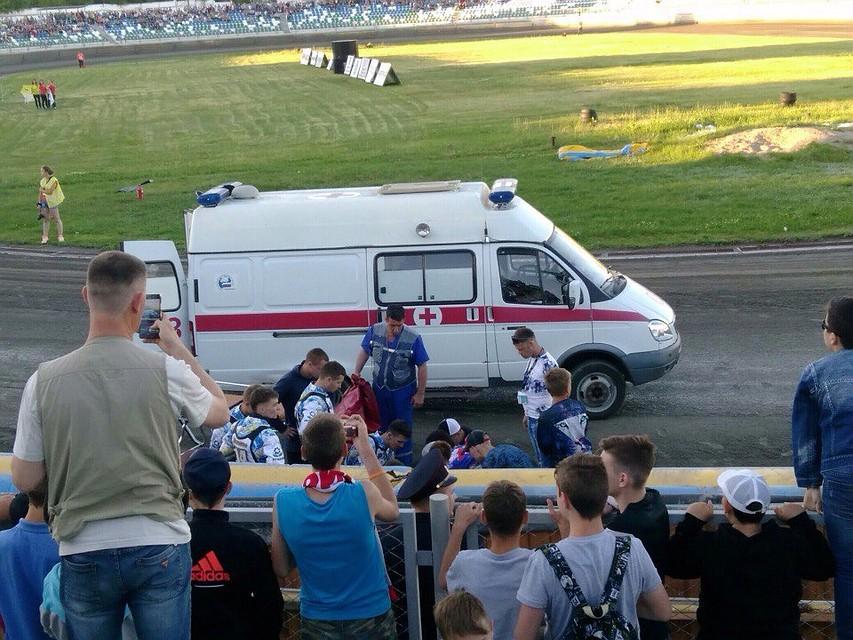 Вовремя гонки вСаратовской области мотоцикл влетел натрибуну созрителями