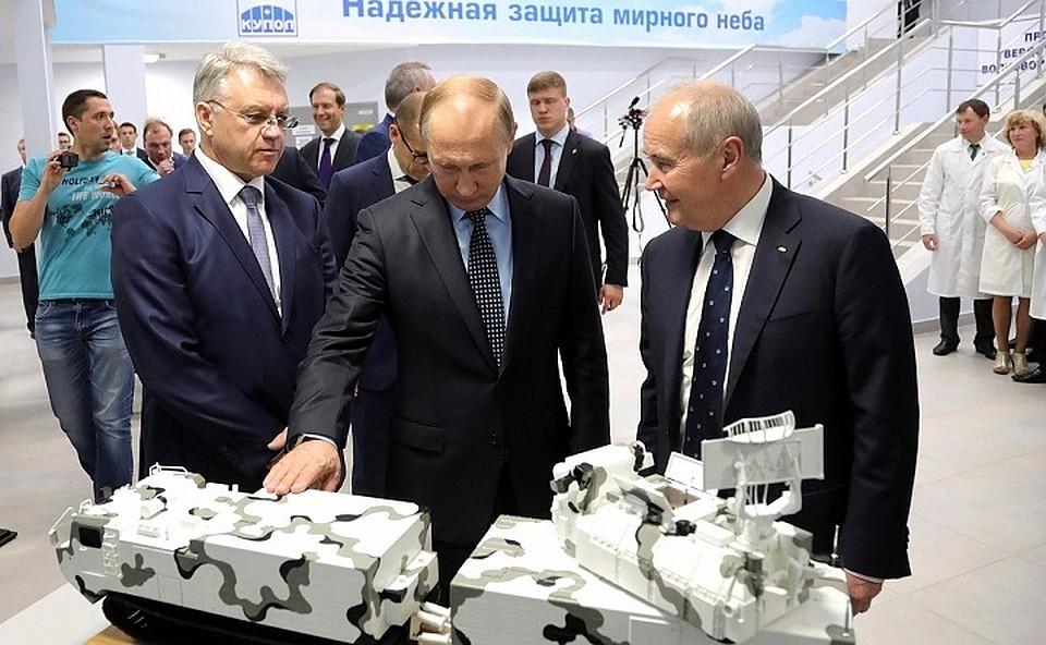 Президент РФ посетил электромеханический завод «Купол» вИжевске