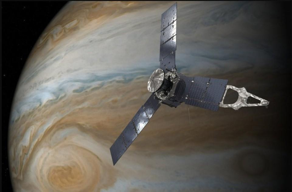 Зонд Juno раскроет тайну огромного красного пятна наЮпитере