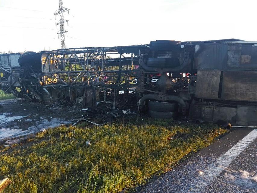 Восемь тел извлекли изсгоревшего после трагедии автобуса вТатарстане