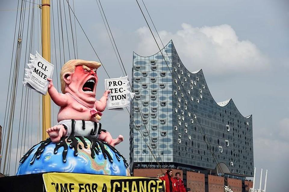 ВГамбурге Трампа «превратили» вкричащего малыша вподгузниках