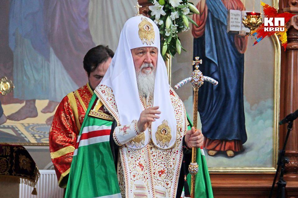 Патриарх Кирилл проводит божественную литургию вПетропавловском соборе
