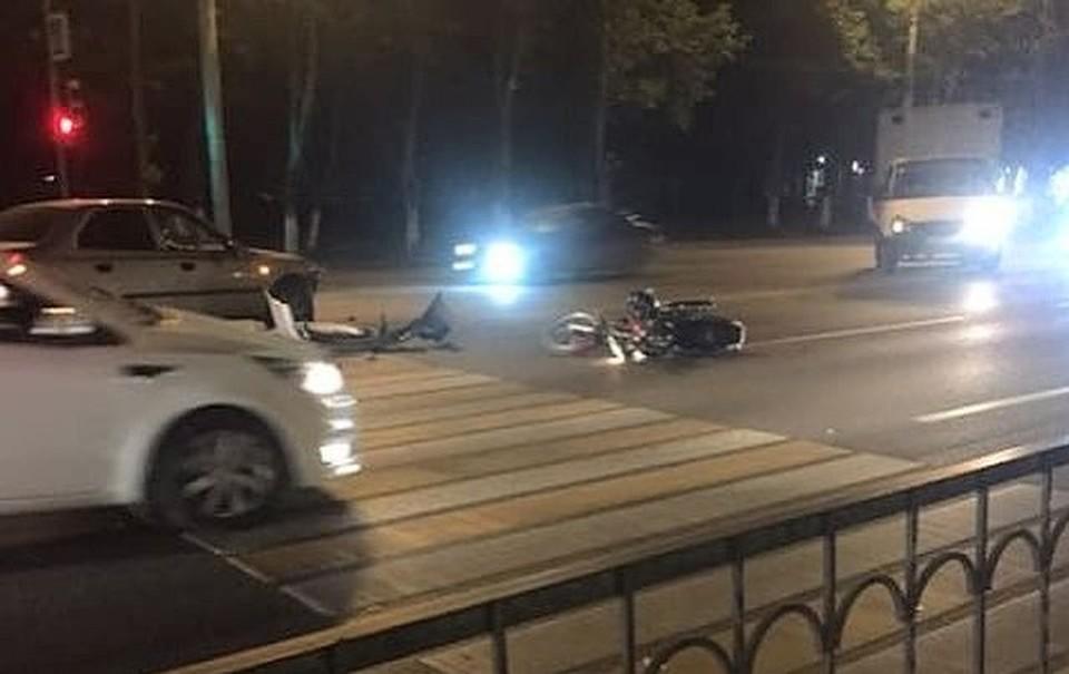 ВРостове иностранная машина сбила 20-летнюю девушку намотоцикле