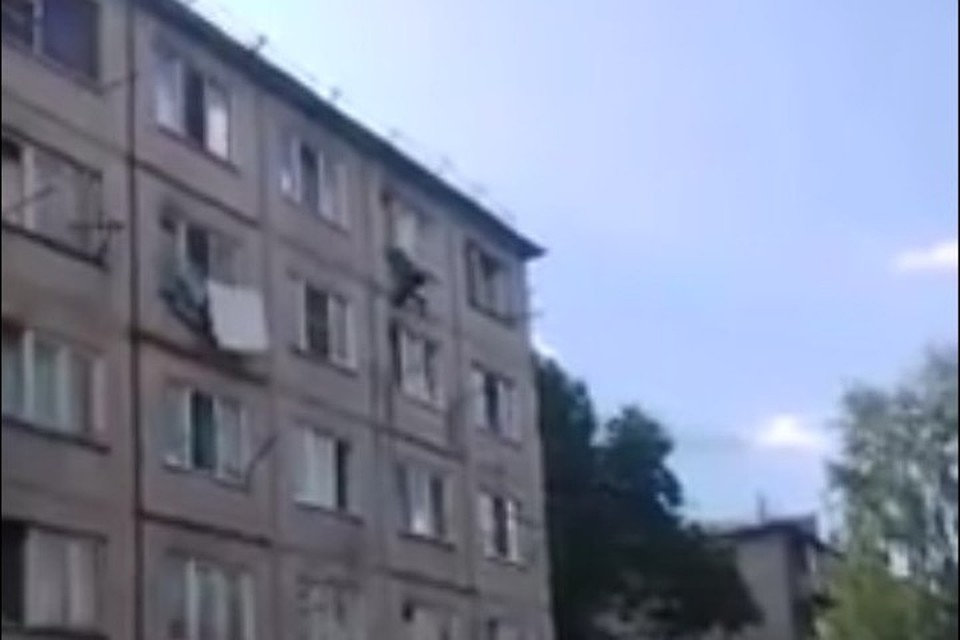 Гражданин Кемерова упал изокна 5-ого этажа наглазах усоседей