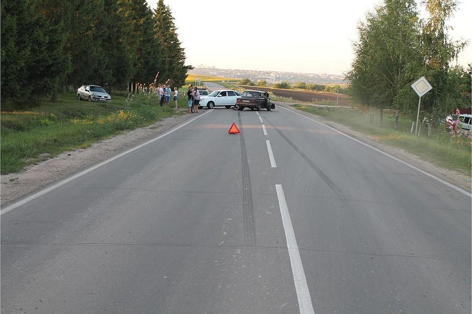 ВТольятти Лада Приора врезалась вмаршрутку, пострадали две пассажирки