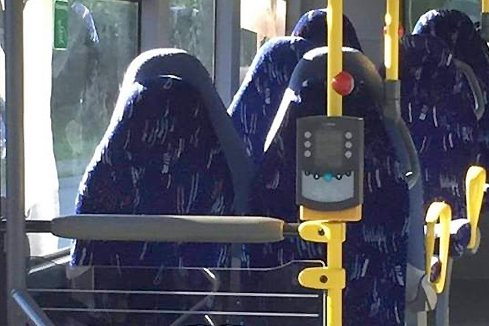 Норвежцы в социальных сетях разглядели вавтобусных креслах женщин вхиджабах