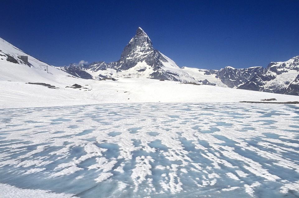 Сотни мумифицированных трупов вскором времени выйдут наповерхность ледников вШвейцарии
