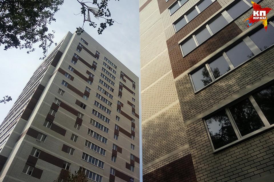 Поссорившись с супругой, тюменец выпал изокна восьмого этажа иостался живой
