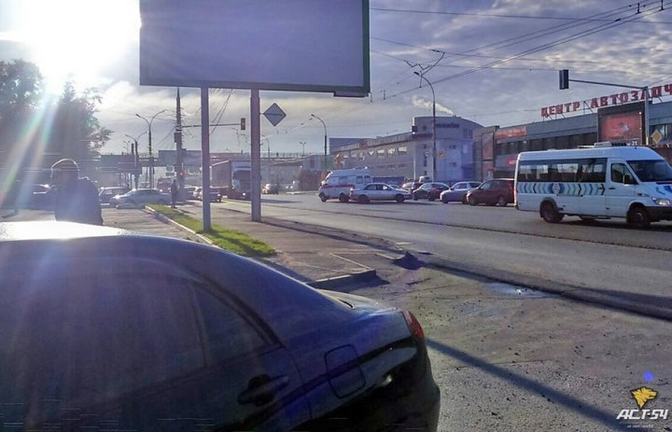 ВНовосибирске «cкорая» сбила мужчину наулице Станционная