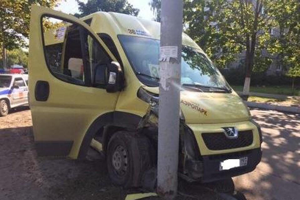 ВБрянске шофёр маршрутки №38 скончался зарулем иврезался встолб