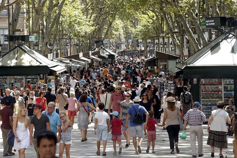 Террористы нафургоне совершили очередной наезд напешеходов вКаталонии