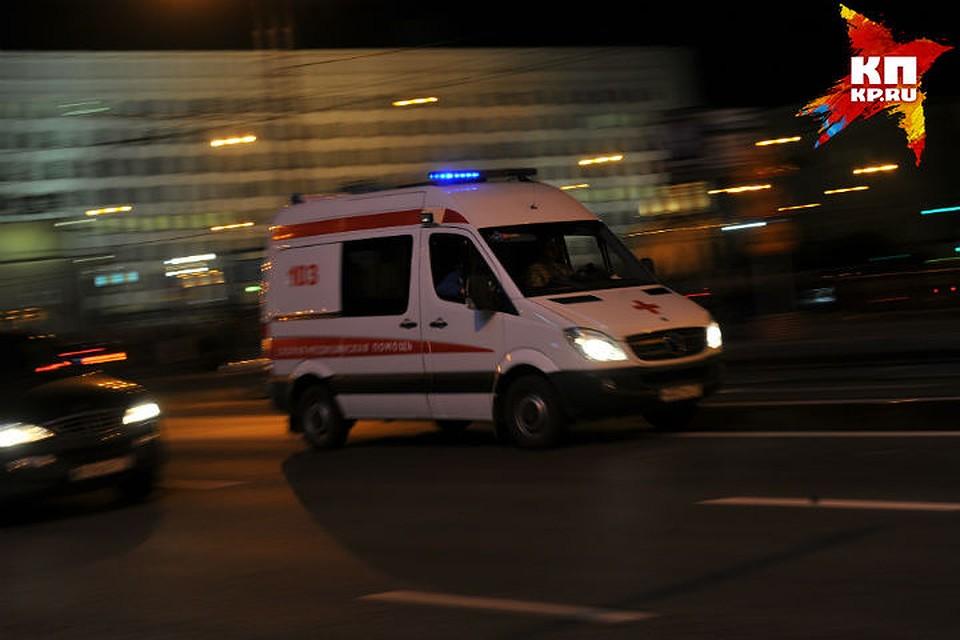 Мотоциклист вНефтяниках сбил мужчину иподростка