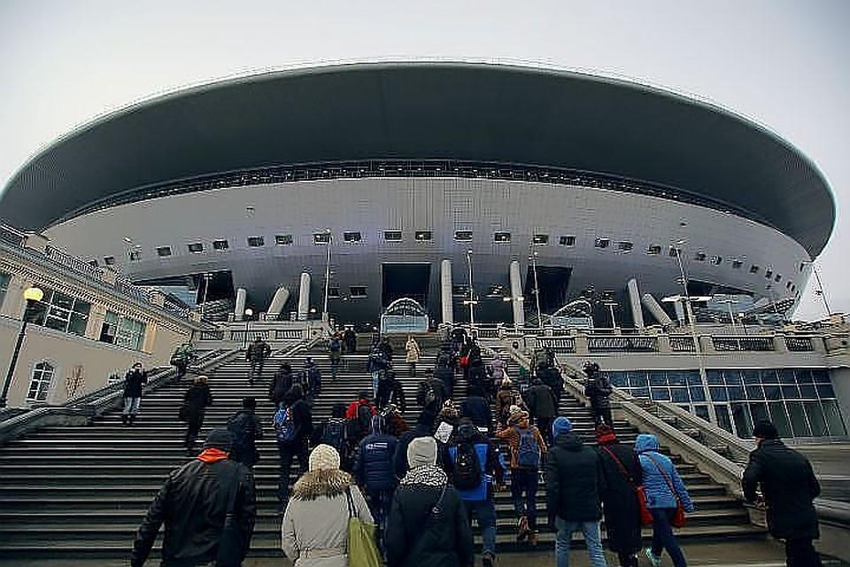 Крышу стадиона наКрестовском клюет баклан— Албин