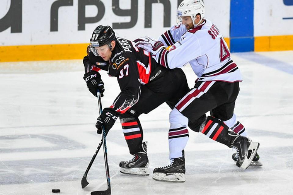 «Авангард» одержал победу  1-ый  матч сезона, забив три шайбы задве мин.