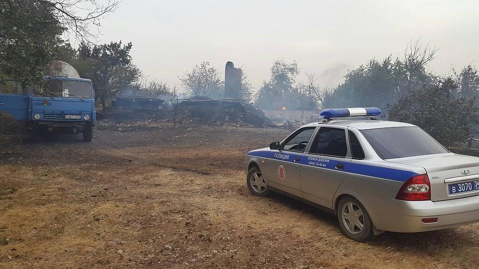 ВВолгограде перекрыта государственная  дорога  из-за пожара