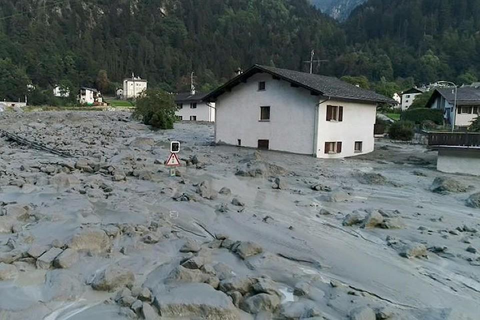 Восемь человек пропали без вести после оползня вШвейцарии