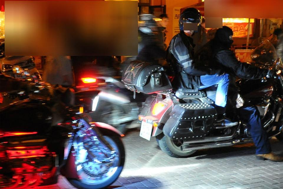 Вцентре Воронежа мотоцикл проехал поупавшей сдругого легенда девушке